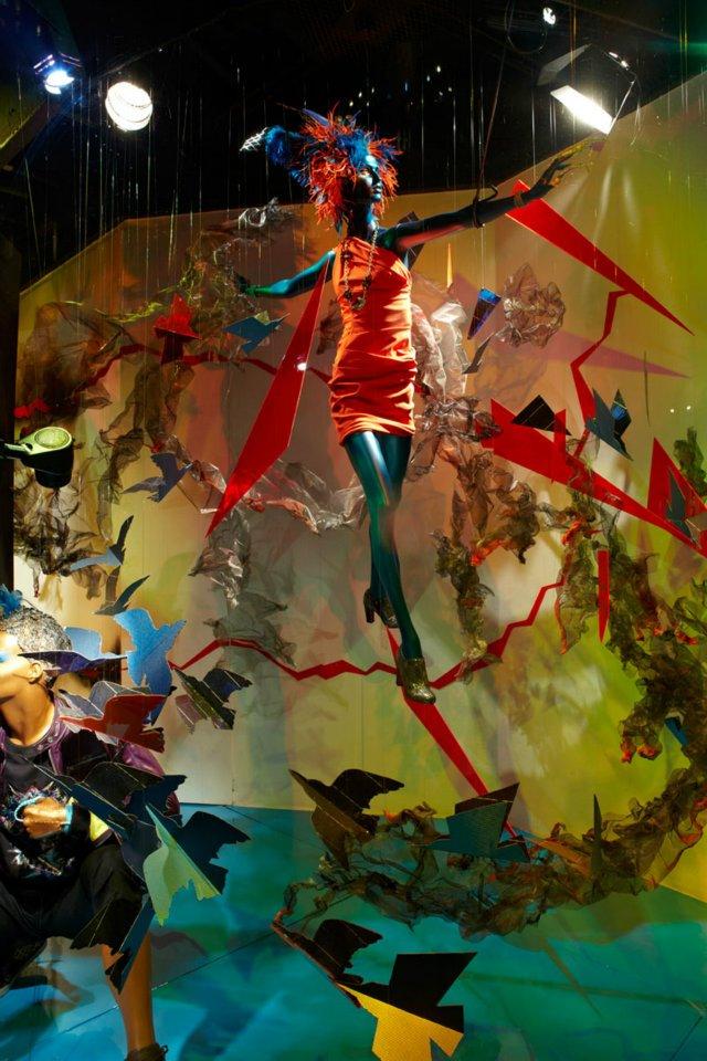 best-window-displays_fashion_2012_harvey-nichols_movement-energy_13