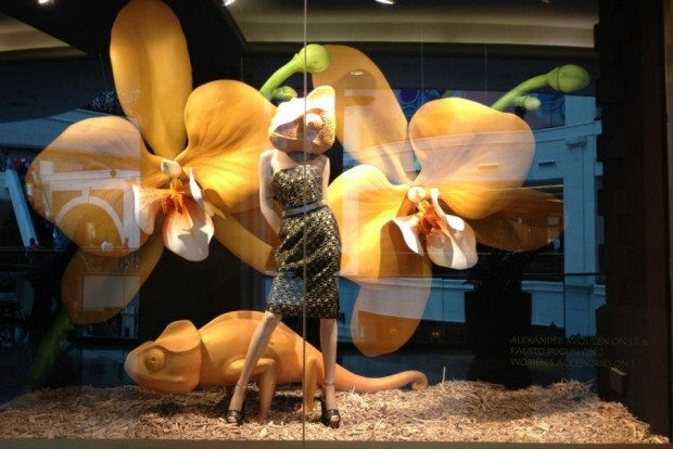 best-window-displays_harvey-nichols_2013_spring_sound-and-vision_05-620x414