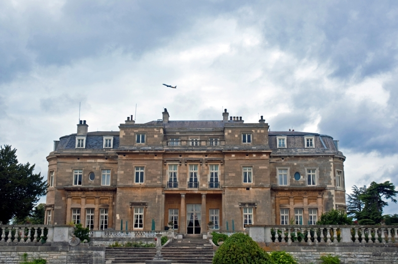 Luton_Hoo,_Bedfordshire,_England,_19_Sept__2010_-_Flickr_-_PhillipC