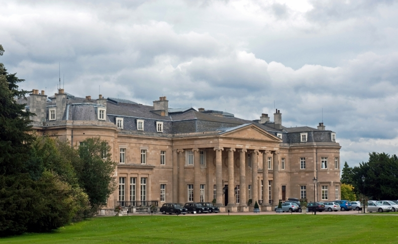 Luton_Hoo,_Bedfordshire,_England,_19_Sept__2010_-_Flickr_-_PhillipC_(2)